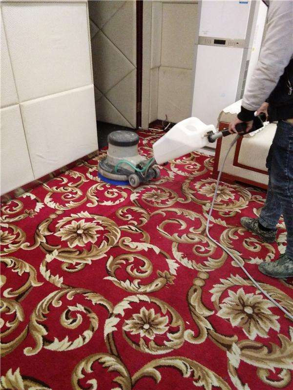 cleaning a carpet roll, similar manner for carpet tile cleaning
