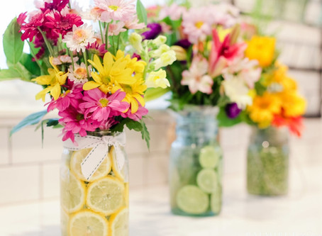 Need a little table sunshine?        Easy 5 minute centerpiece.