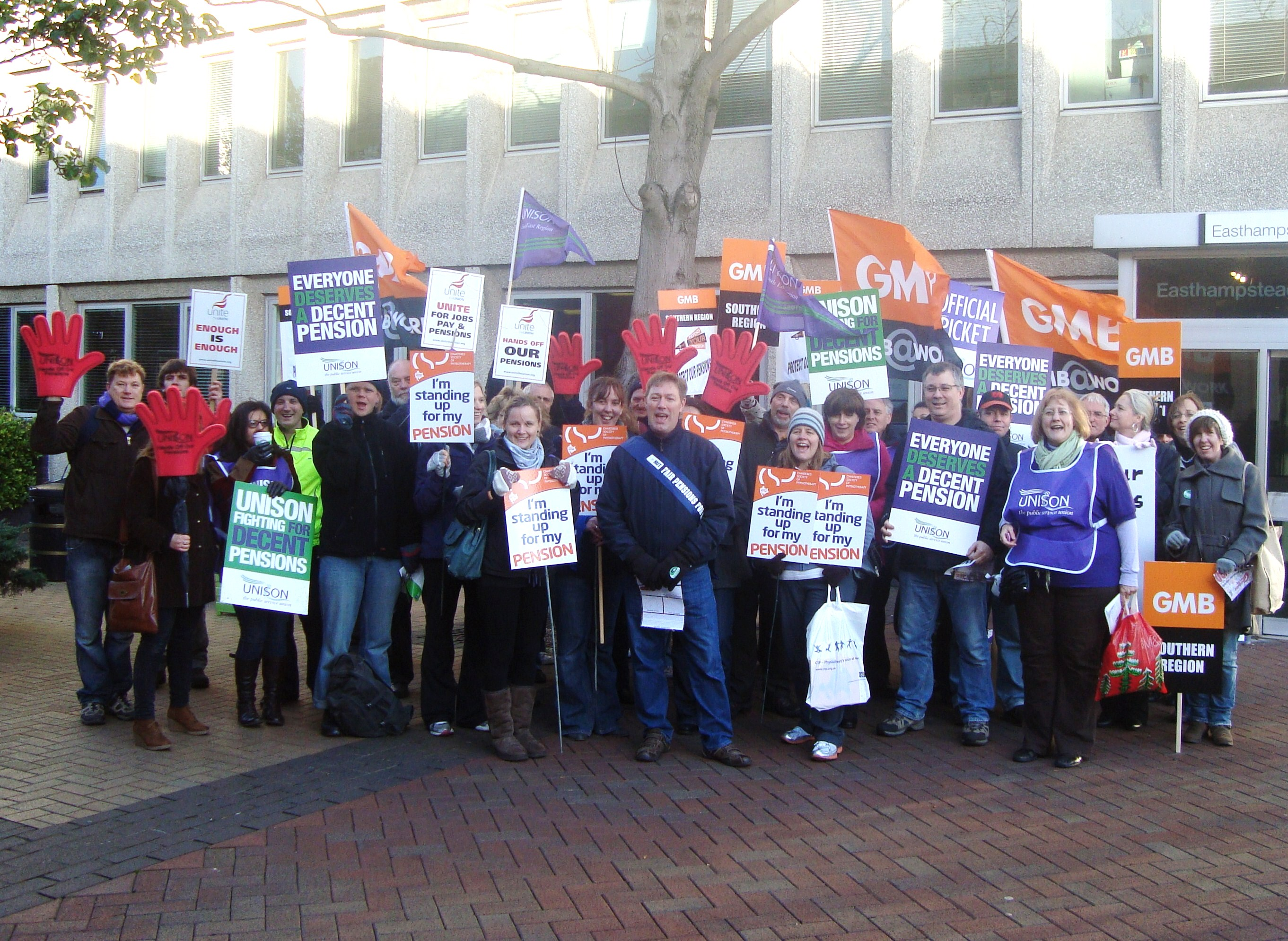 30.11.'11.Local Gov't Pay & Pensions Picket at Easthampstead Ho..JPG