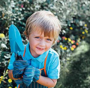 Herramientas y utensilios para cuidar el jardín para niños y niñas