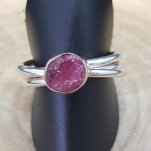 Silberring in 3-fach-Ring Optik mit einem rosa Turmalin Rohstück