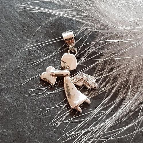 Engel aus Silber mit Herz in der Hand
