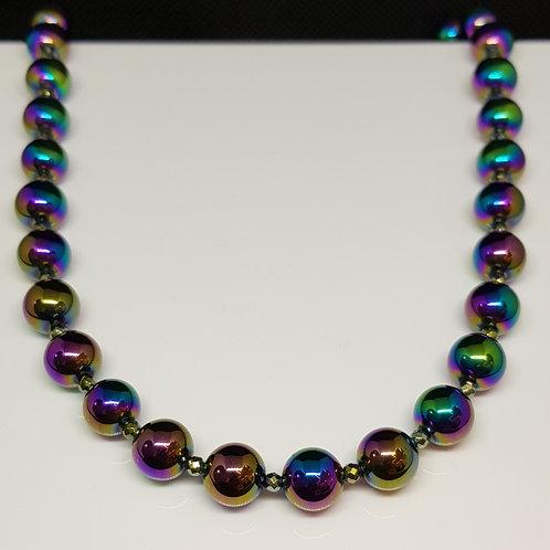 Regenbogenfarbenes  glänzendes Collier, bedampfter Hämatin