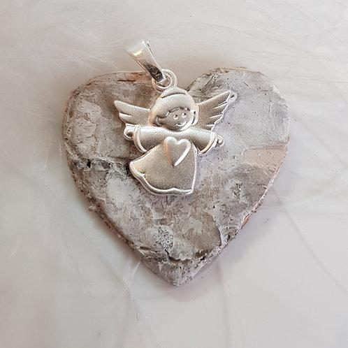 Kleiner Engel mit Herz, Anhänger in Silber