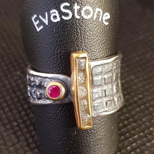 Designerring Silber mit Rohdiamant und Rubin, Teilvergoldet, von EvaStone