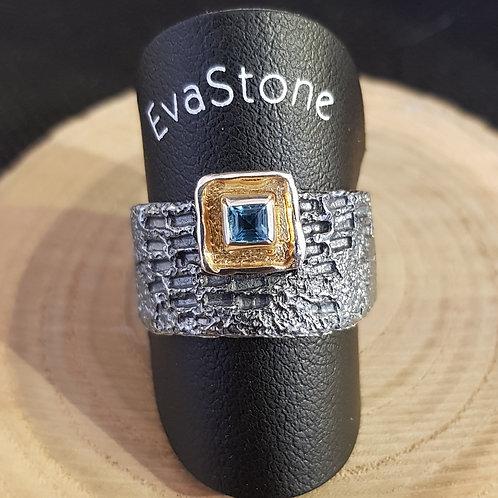 Designerring in Silber mit einem Blautopas, von EvaStone
