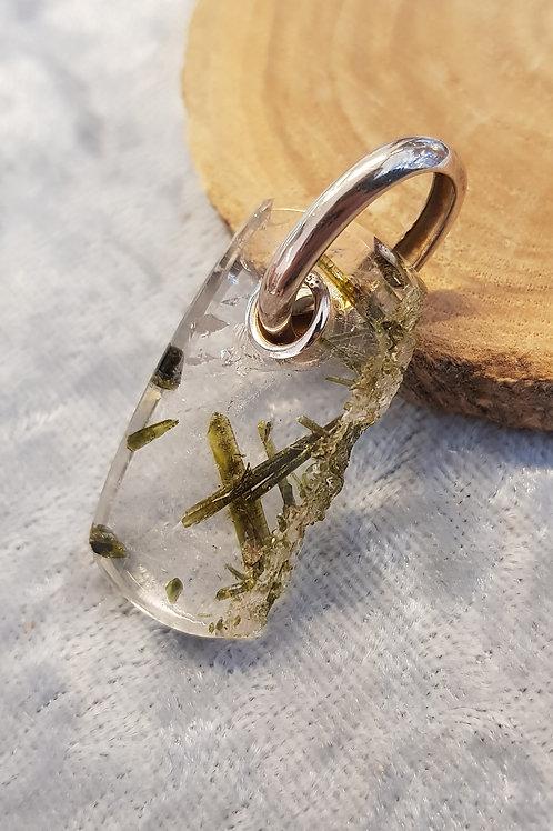 Silberanhänger Epidot in Bergkristall