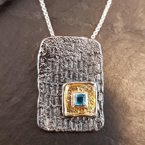 Designeranhänger Silber mit Blautopas-Carree, von EvaStone