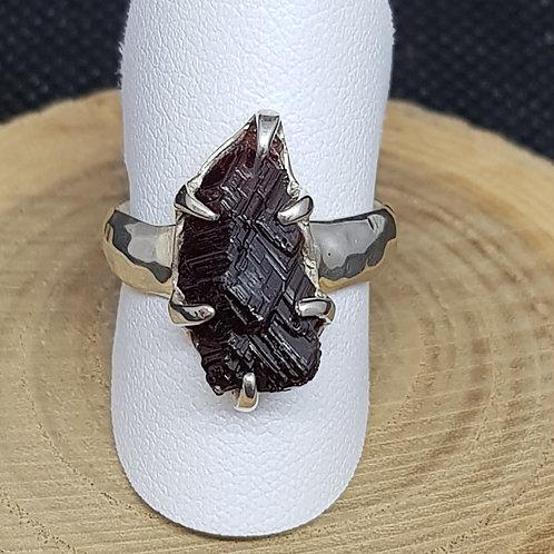 Silberring mit Granat Rohstein, von Starborncreations