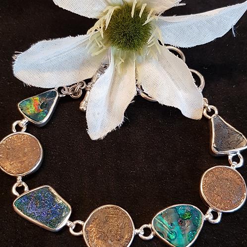 Designerarmband in Silber mit antikem römischen Glas und römischen Münzen
