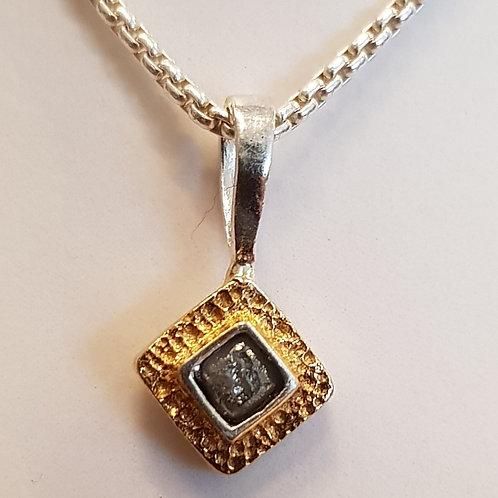 Feiner Designeranhänger, Silber teilvergoldet, mit Rohdiamant, von EvaStone
