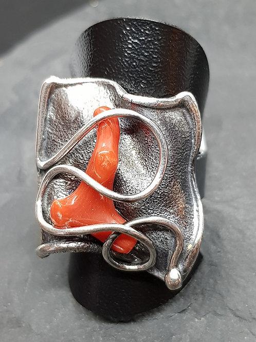 Silberring antik geschwärzt mit Koralle von Büttnerschmuck
