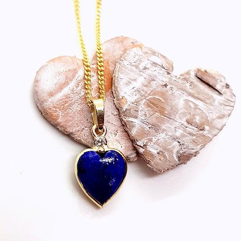 kleines Herz in Lapis-Lazuli, gefasst in Gold mit Brillant