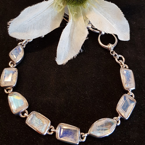 Designerarmband Silber mit Regenbogenmondstein, von Starborncreations