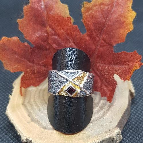 Designerring Silber teilvergoldet, teilgeschwärzt, mit Granat, EvaStone