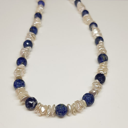 Collier in maritimen blau/weiß mit Keshiperle und Lapis-Lazuli