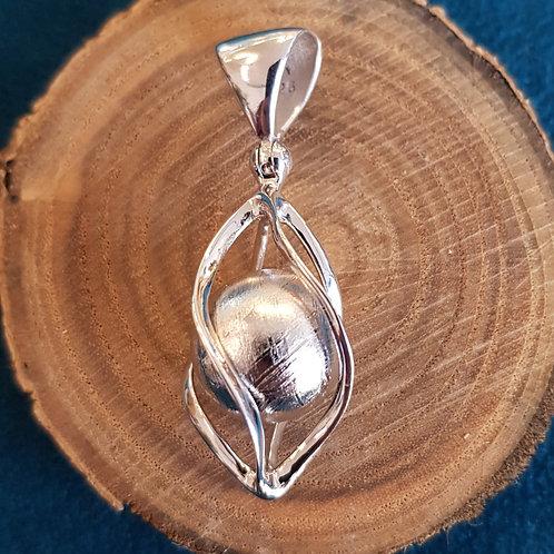 Silberanhänger mit Muonionalusta-Meteorit, von Starborncreations