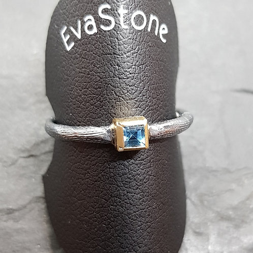 Designerring Sterlingsilber, mit Blautopas-Carree, von EvaStone