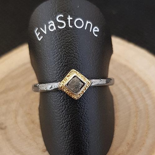 Designerring in Silber, teilvergoldet, mit Rohdiamant-Würfel, von EvaStone