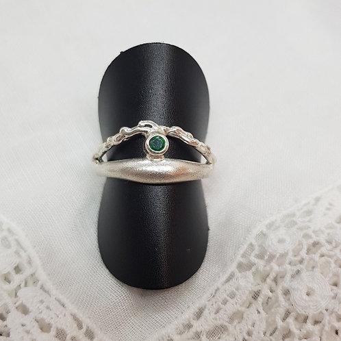 Feiner Silberring mit kleinem Smaragd