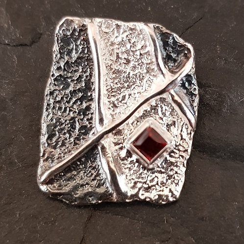 Designeranhänger in Silber mit Granat-Carree, von EvaStone