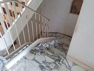 rail-monte-escalier-sur-marbre.jpg