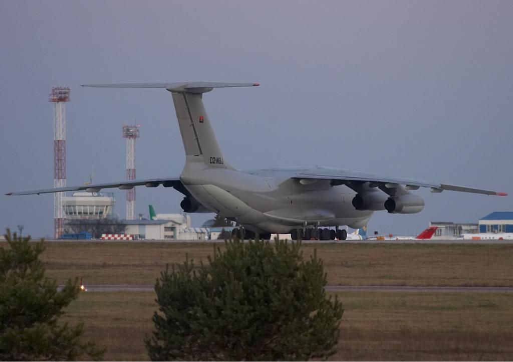 Angolan_Air_Force_Ilyushin_Il-76TD_Karpezo-1.jpg