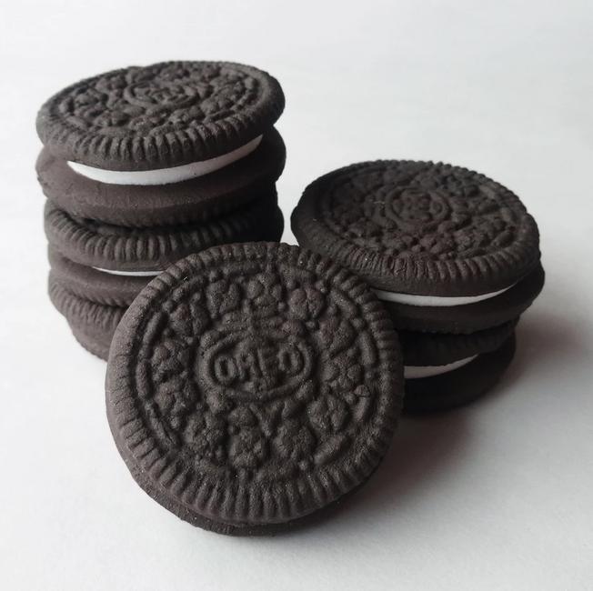 Oliver Cain, Ceramic Cookies (2019)