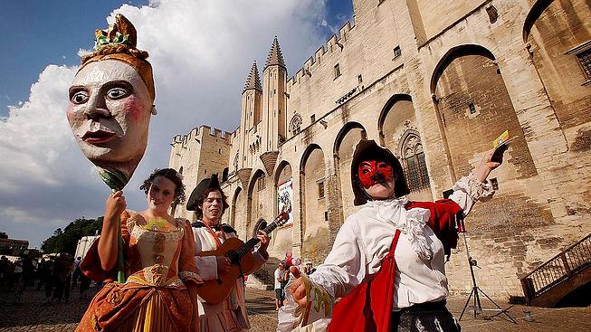 festival avignon actors street.jpg