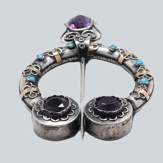 UN167 Scottish silver scarf pin with amethysts, gold and turquoise