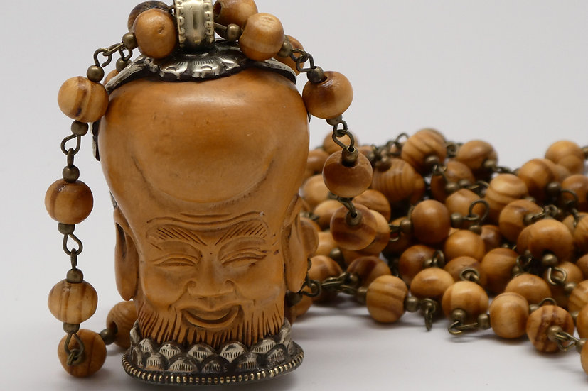 AF353 Beaded necklace with carved vintage boxwood and silver head