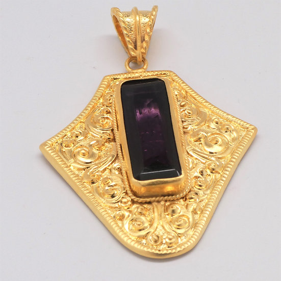 PD378 Carved and Gilt Pendant w/ Faceted Amethyst