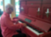 am Klavier K.jpg