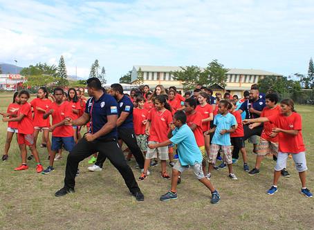 L'équipe du XV du Pacifique, partage et rencontre avec les enfants de Koumac !
