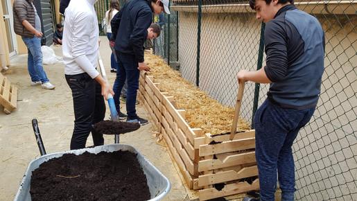 On recouvre d'une couche de compost....