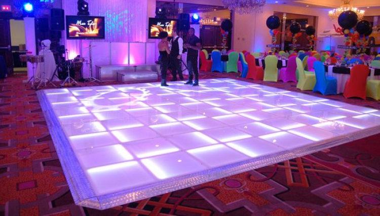 light-up-dance-floor_845947471_big.jpg