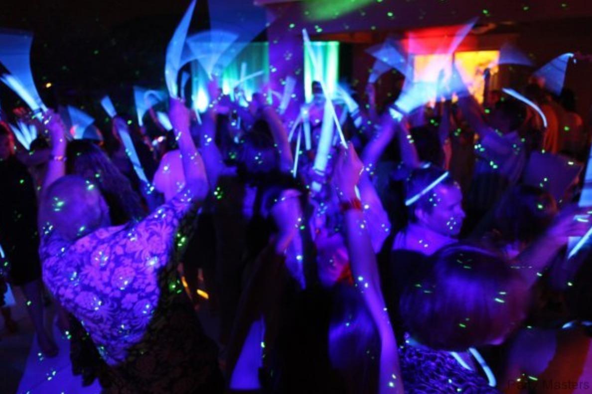 SWEET16_Glow Sticks.png