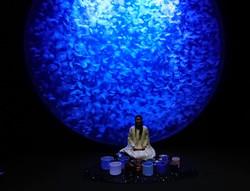 kanae in__Kamo_aquarium_with_jellyfish3.