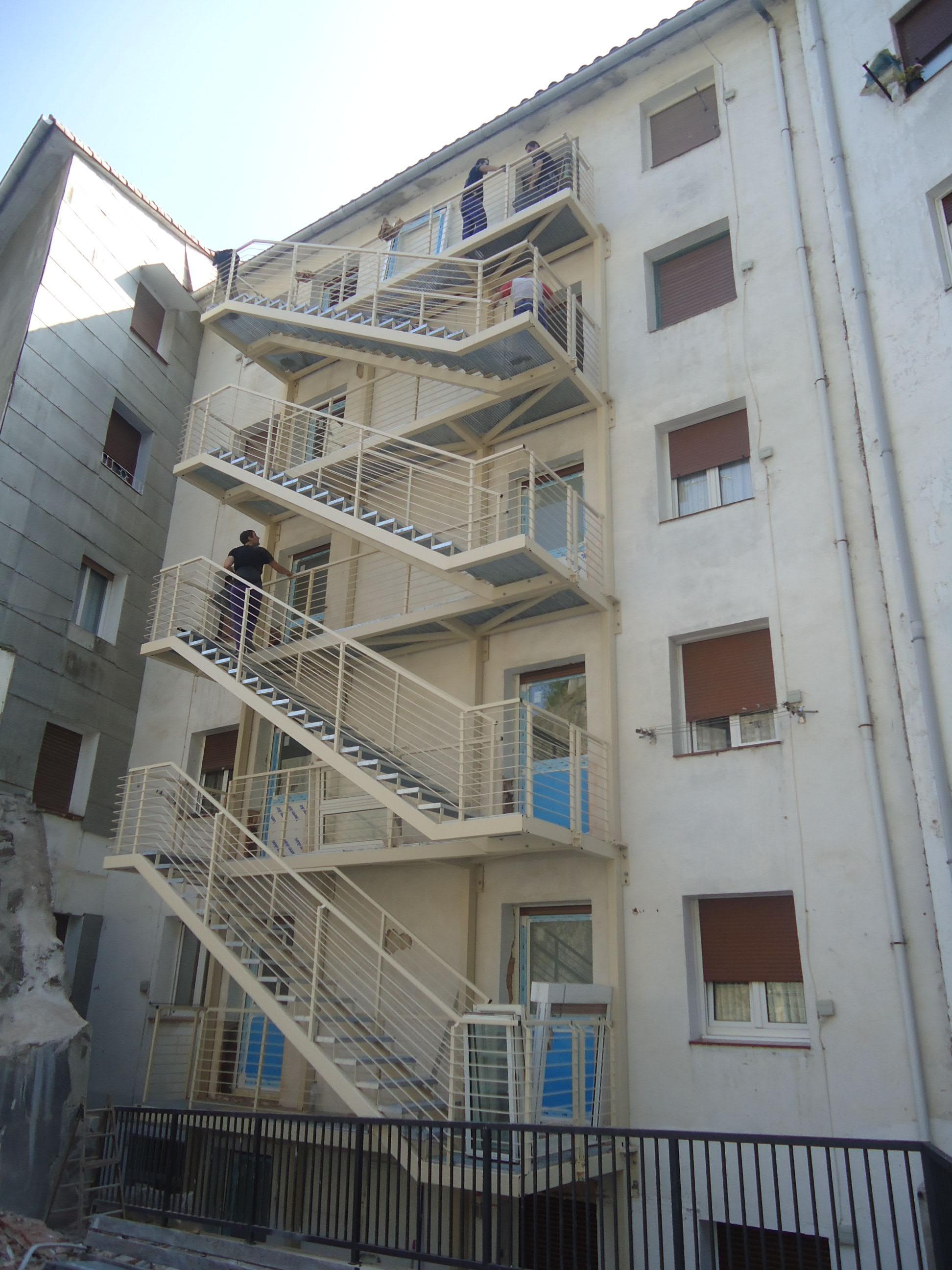 Apertura puertas a escalera