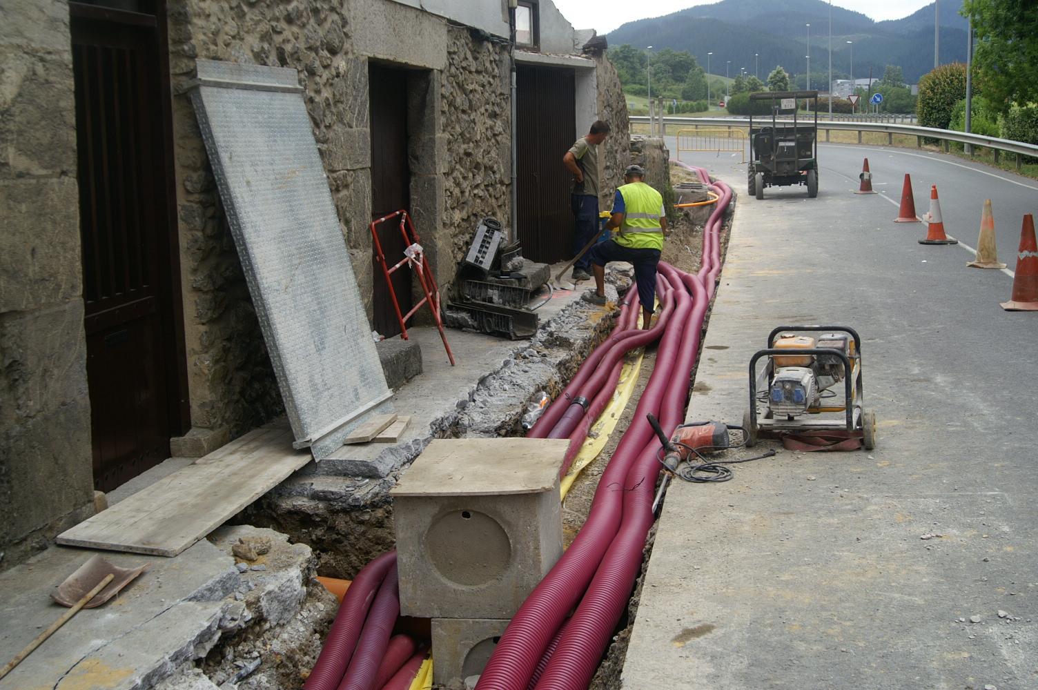 Paso de instalaciones a edificio
