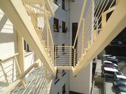 Escalera que cuelga de la fachada