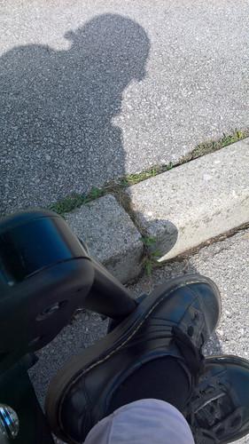 Pot pod noge in moj prvi pogled v svet. Moja senca.  Hitting the road and my first view of the world – my shadow.