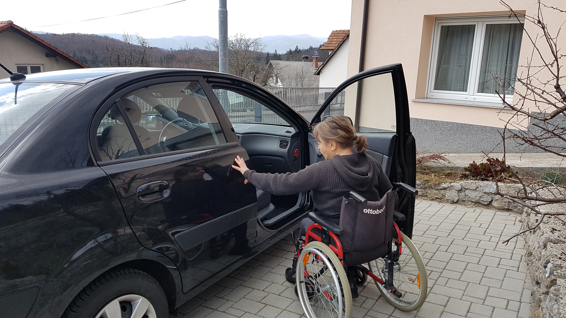 Mobilnost: uporaba osebnega avtomobila omogoča fleksibilnost in prilagodljivost, predvsem pa neodvisnost.  Mobility: using a personal vehicle provides flexibility and adaptability, but above all – independence.