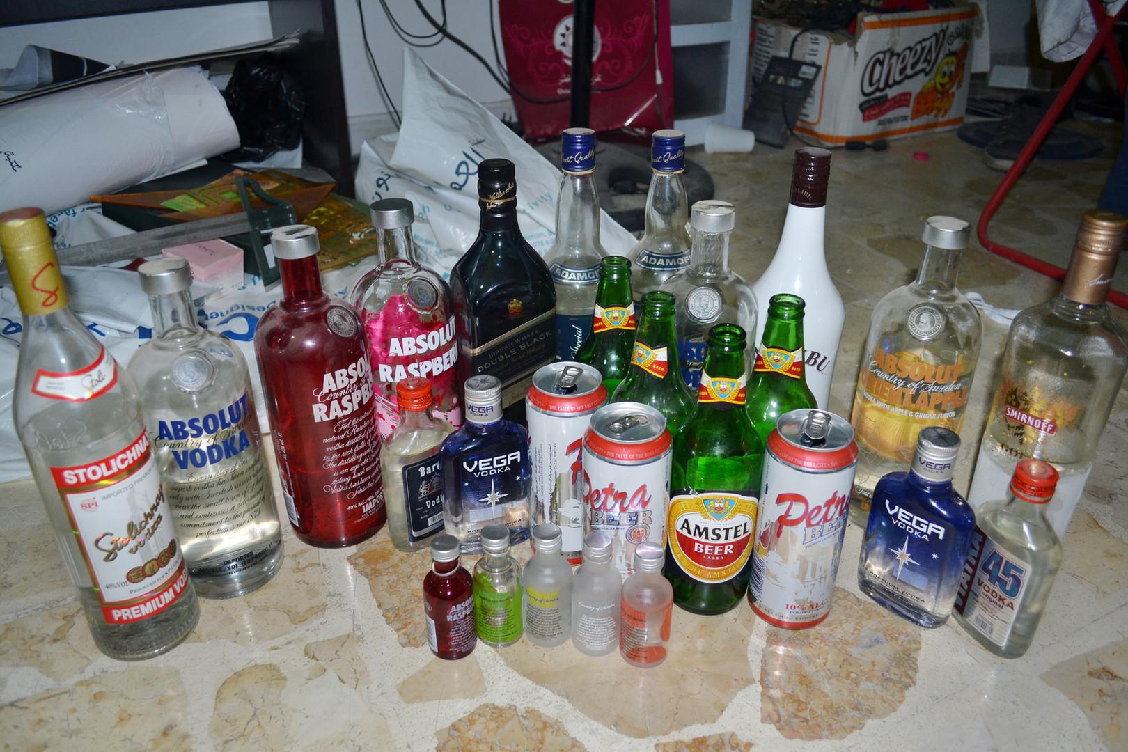 V času študija sem veliko pil. Skoraj bi postal alkoholik, a sem se hvala bogu ustavil in poboljšal.  In the college period I used to drink a lot. I almost got addicted, but thanks god, I stopped and became good again.