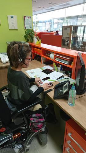 Tina na svojem delovnem mestu.  Tina at her workplace.