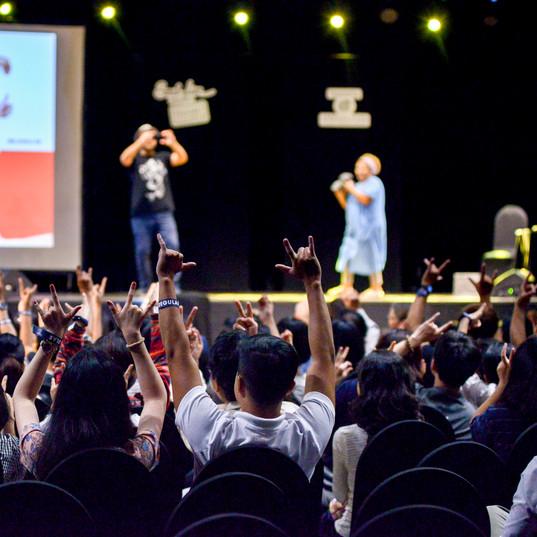 Luca Vullo e mamma sul palco.jpg