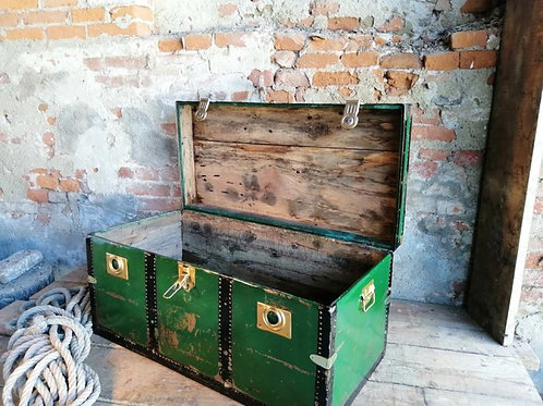Italian travel trunk from the 1940s