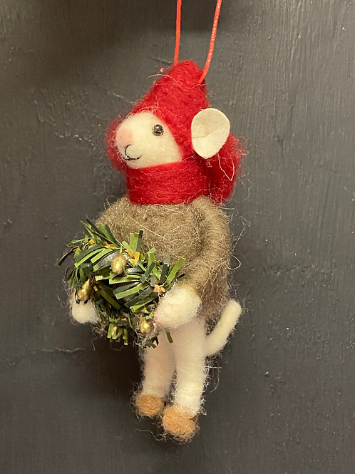 mouse with wreathe