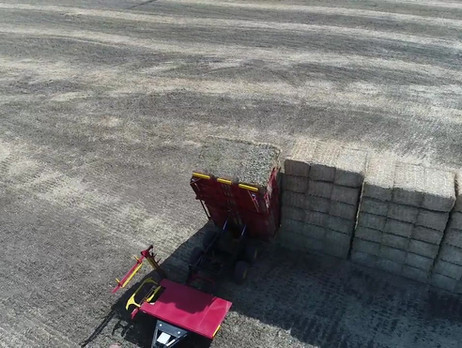 FaStack 1800 Large Square Baler Stacker