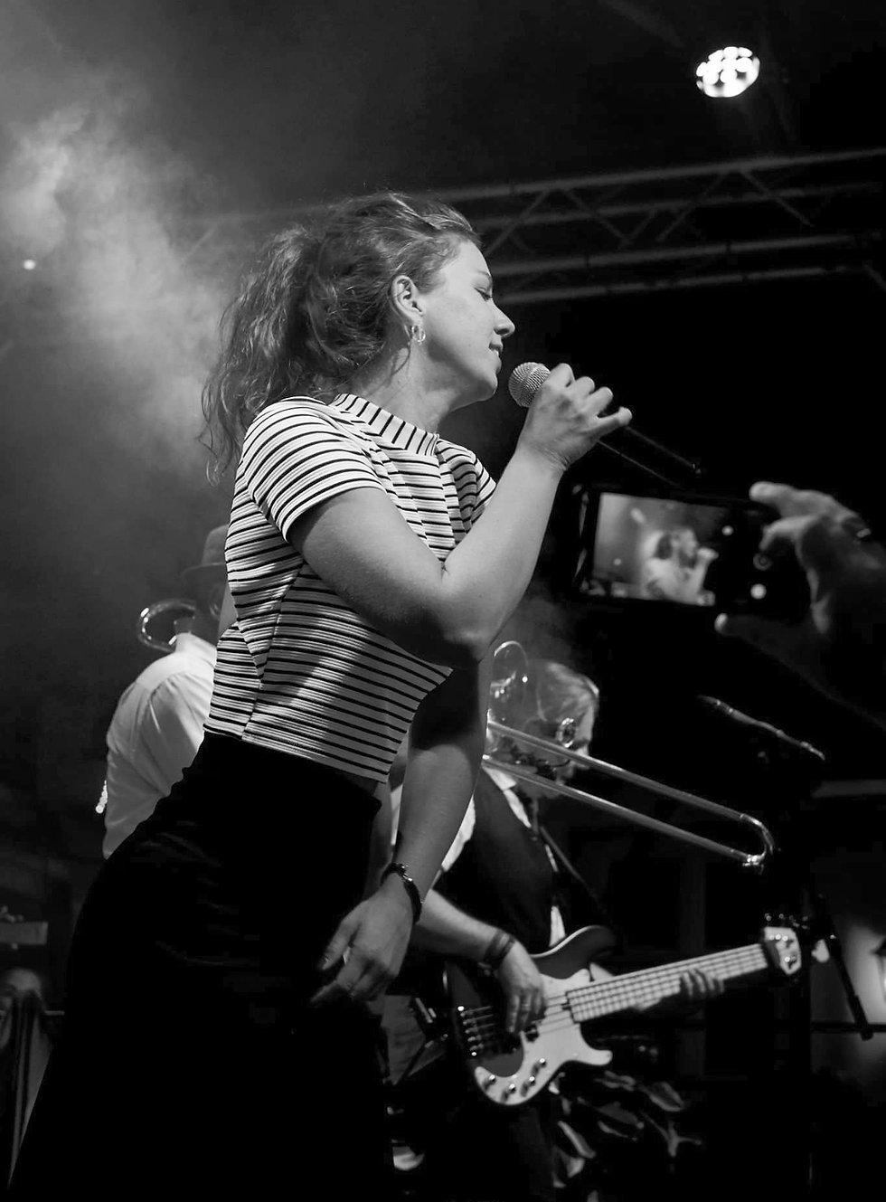 Sophie-Becker-Solo-Sängerin-blackandwhit